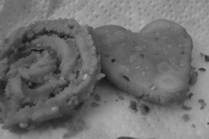 Chakris: traditonal Indian snack made of urad and rice flour on the left; my makeshift heart on the right.